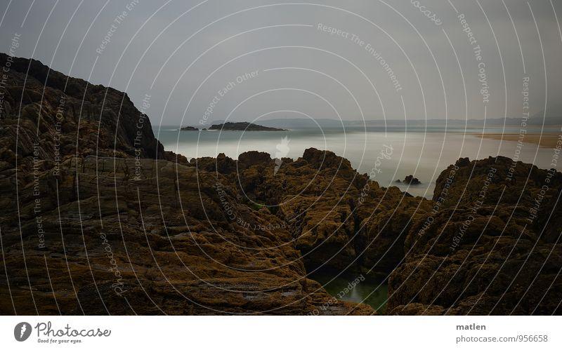 Fels in der Brandung Natur Landschaft Urelemente Luft Wasser Himmel Wolken Horizont Klima Wetter schlechtes Wetter Felsen Wellen Küste Strand Riff Meer