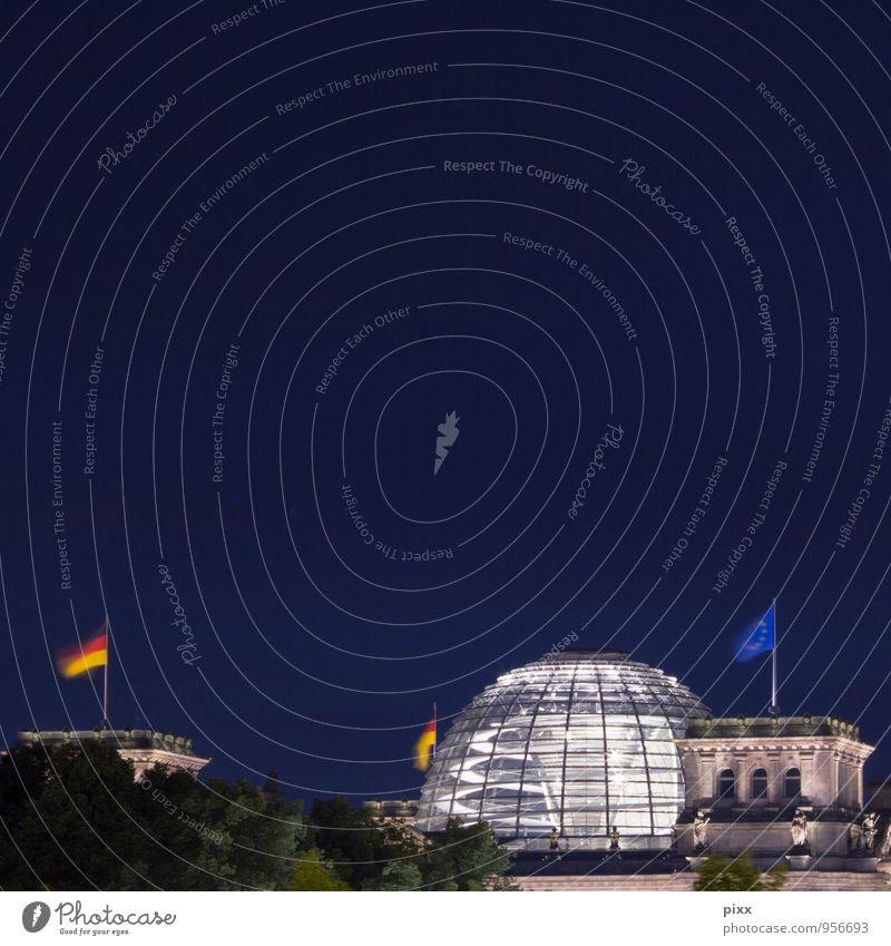 nacht im dicken B blau Stadt Architektur Berlin Arbeit & Erwerbstätigkeit Tourismus Glas Sauberkeit Sicherheit Deutsche Flagge Bauwerk Fahne Hauptstadt Sitzung