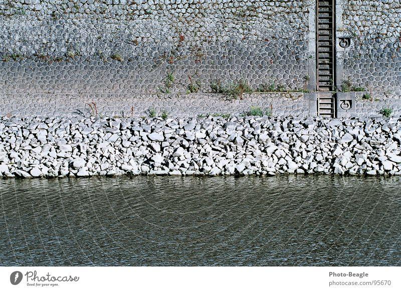 Niedrigwasser I Wasser Sommer Wand Stein Mauer Wasserfahrzeug Industrie Hafen Anlegestelle Leiter Schifffahrt Portwein Mole Dock Steinmauer