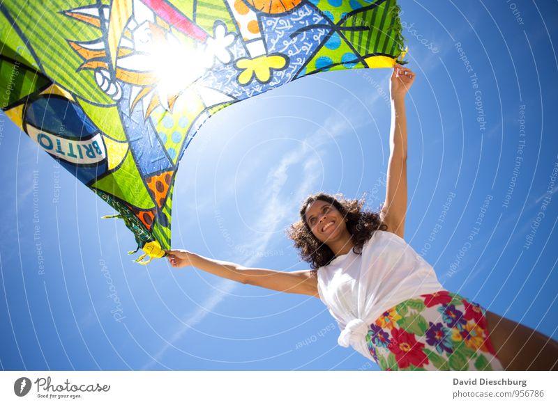 Windspiel Zufriedenheit Erholung Ferien & Urlaub & Reisen Sommerurlaub feminin Junge Frau Jugendliche 1 Mensch 18-30 Jahre Erwachsene Himmel Wolken