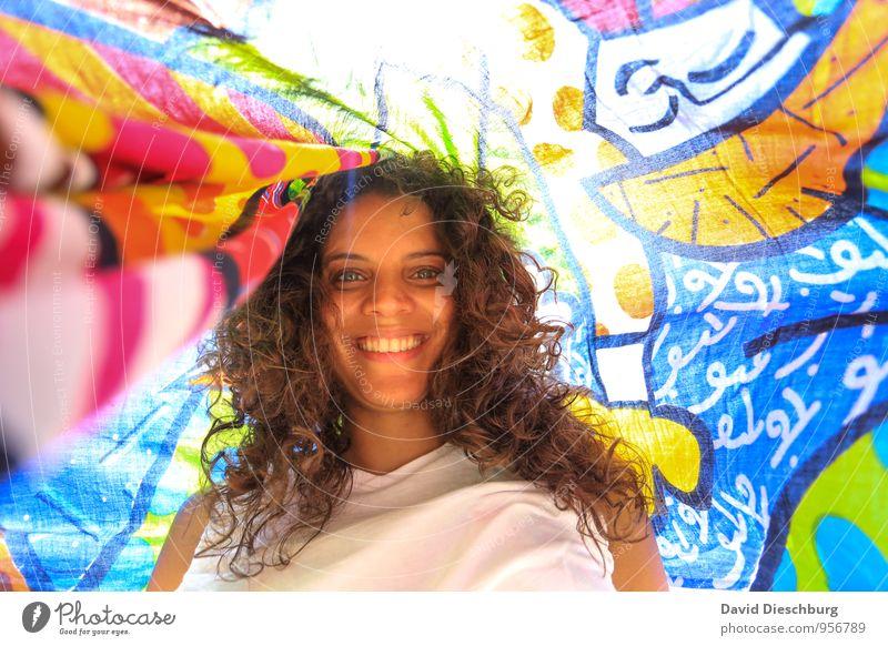 Gute Laune Mensch Ferien & Urlaub & Reisen Jugendliche blau schön grün weiß Sonne Junge Frau 18-30 Jahre schwarz Erwachsene gelb feminin Glück rosa