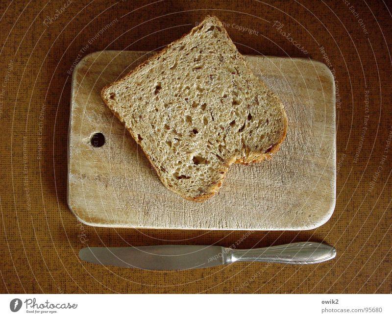 Fastenzeit Lebensmittel Teigwaren Backwaren Brot Ernährung Frühstück Geschirr Messer Schneidebrett Holzbrettchen Küche Mahlzeit Diät genießen einfach trocken