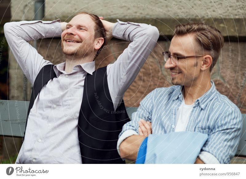 Was du nicht sagst ... Mensch Mann Erholung Freude Erwachsene Leben Wand sprechen Mauer Gesundheit Glück lachen Freiheit Lifestyle Freundschaft träumen