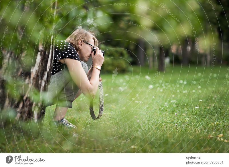 Motivjagd Lifestyle Freude Leben Freizeit & Hobby Abenteuer Expedition Mensch Frau Erwachsene 18-30 Jahre Jugendliche Umwelt Natur Frühling Sommer Baum Park