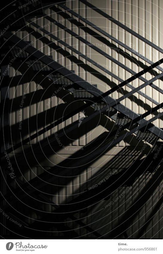 Stockwerk | puuh ... Arbeit & Erwerbstätigkeit Handwerker Arbeitsplatz Baustelle Mauer Wand Treppe Wellblechwand dunkel eckig Inspiration komplex Netzwerk