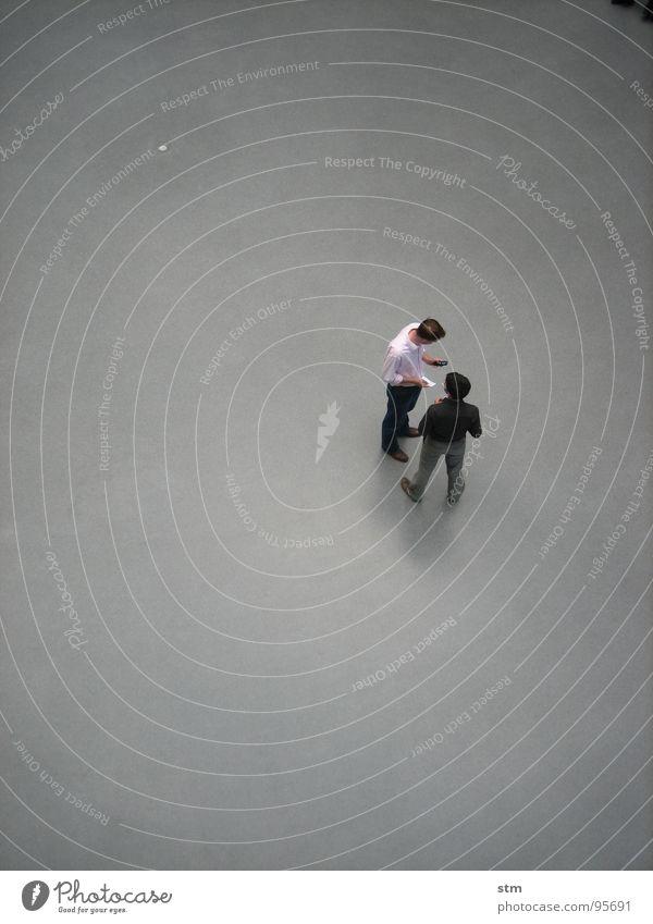 people 08 Mensch sprechen oben grau Studium Kunst Freundschaft Zusammensein warten stehen Kommunizieren Kultur Niveau Vogelperspektive Student Sitzung
