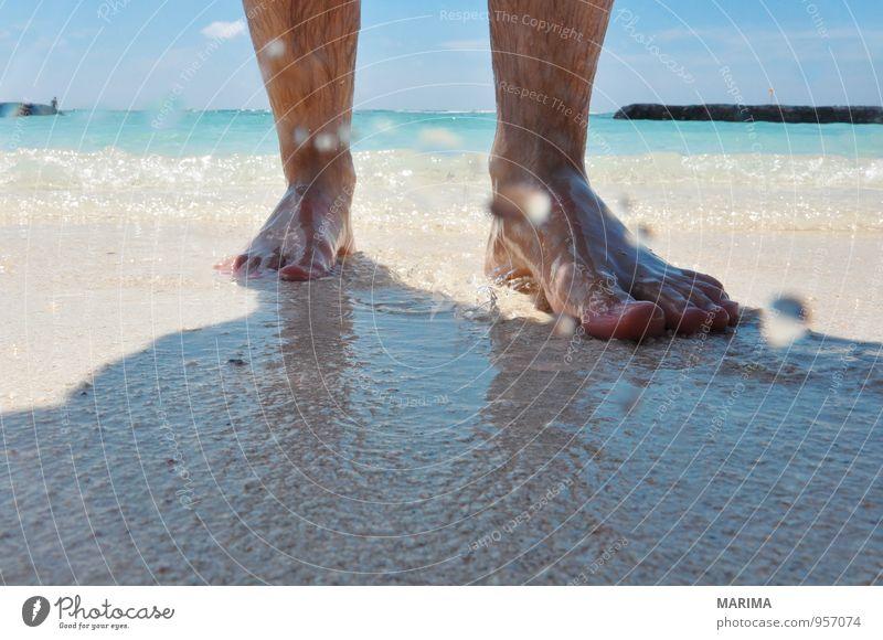 man takes a beach walk Mensch Natur Ferien & Urlaub & Reisen blau weiß Wasser Erholung Meer ruhig Strand gehen Sand Asien türkis exotisch Barfuß