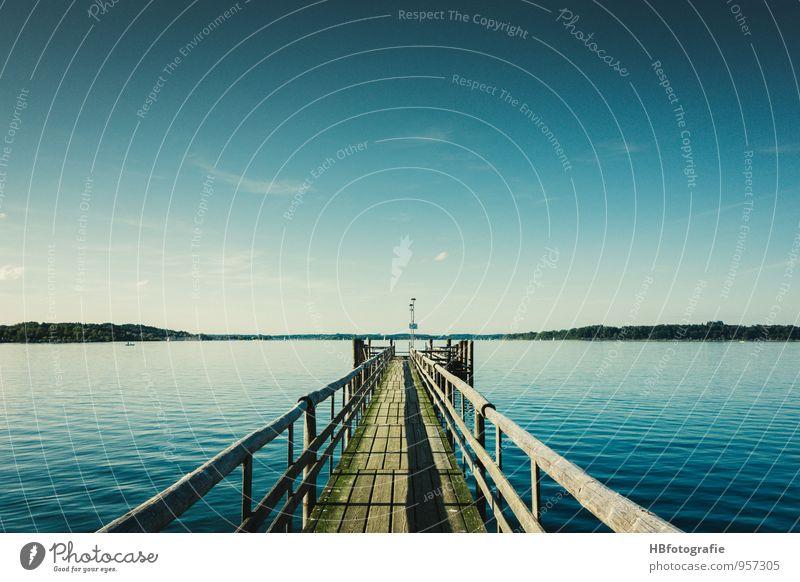 Weite Glück Ferien & Urlaub & Reisen Ausflug Ferne Freiheit Sommer Sommerurlaub Sonne Wassersport Seeufer Chiemsee Unendlichkeit blau Lebensfreude ruhig