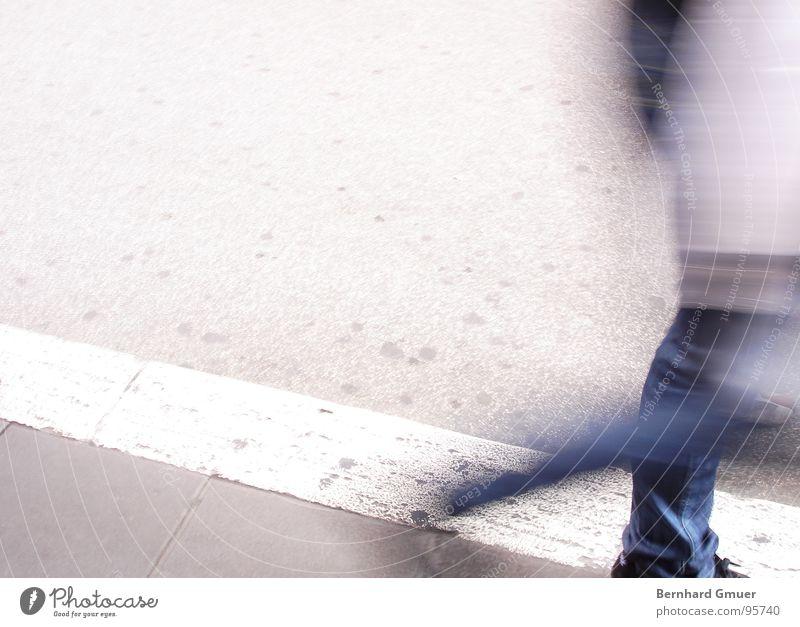 in Eile Mensch Mann Straße Bewegung gehen Bürgersteig unterwegs