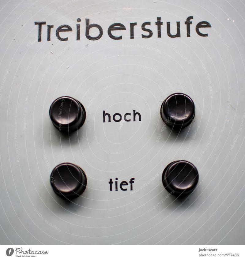 Treiberstufe hoch oder tief Maschine Energiewirtschaft DDR Knöpfe Metall Kunststoff Wort authentisch einfach retro grau Auswahl 4 Kontrolle Detailaufnahme