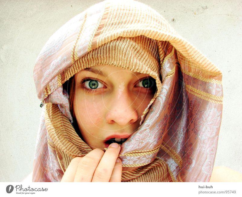 Titelvorschlag: Puzzling Mirage Frau schön Wand Religion & Glaube Angst Finger Wüste Terrasse Tuch hässlich Schrecken verpackt Moral Arabien
