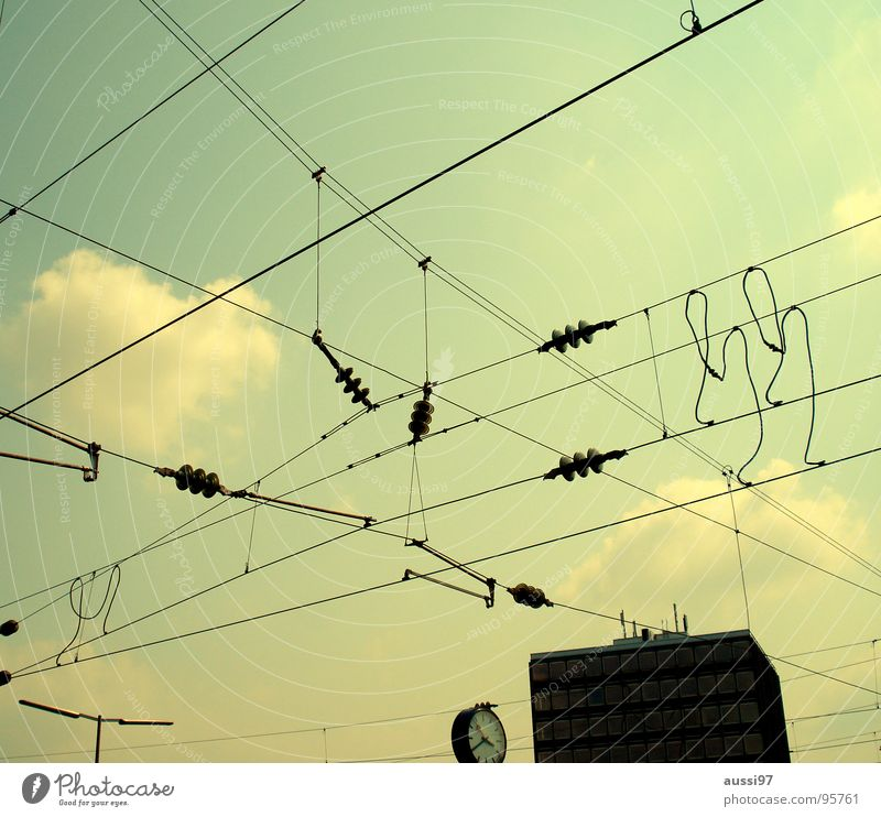 Fahrstromversorgungsverbindungspunkte Himmel Uhr Netzwerk Kabel Technik & Technologie Netz Gleise Verbindung Bahnhof durcheinander Leitung verbinden Vernetzung Bahnsteig Oberleitung Blog