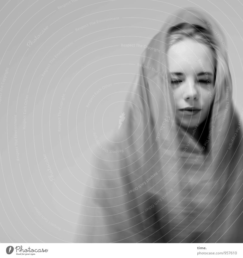 . feminin 1 Mensch Theaterschauspiel Schauspieler Stoff Kopftuch blond Erholung genießen träumen außergewöhnlich schön Leidenschaft Sicherheit Schutz Leben