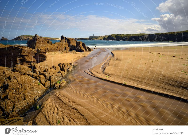 panta rhei Natur Landschaft Sand Wasser Himmel Wolken Sommer Wetter Schönes Wetter Felsen Wellen Küste Strand Bucht blau braun weiß fließen Flußmündung Farbfoto
