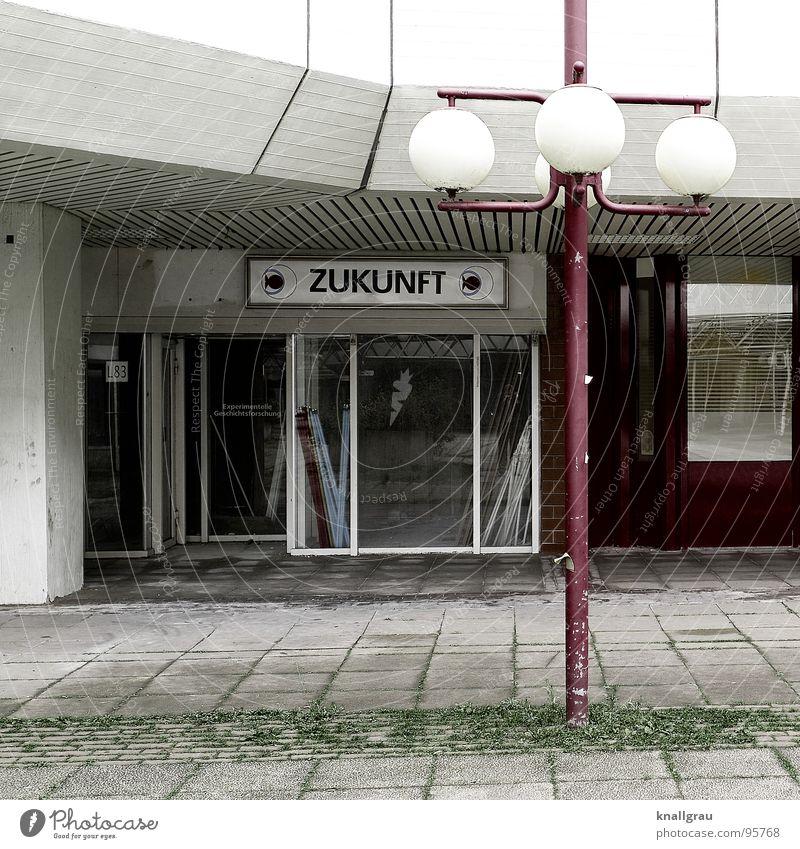 * Zukunft * weiß grün rot Traurigkeit Lampe Armut planen trist Bar verfallen Gastronomie Café Laterne Verfall