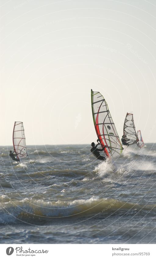 Hart im Wind Surfer Meer Niederlande Scheveningen Den Haag Wellen Surfen springen Geschwindigkeit Sportveranstaltung Neoprenanzug Wunsch anstrengen Limit