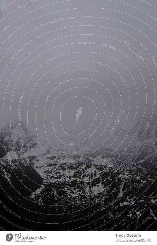 trübes alpinistenfeld II Wolken Gipfel Gletscher Bergsteiger Bergsteigen wandern schlechtes Wetter Nebel kalt nass Aussehen Aussicht Ferne vereinzelt
