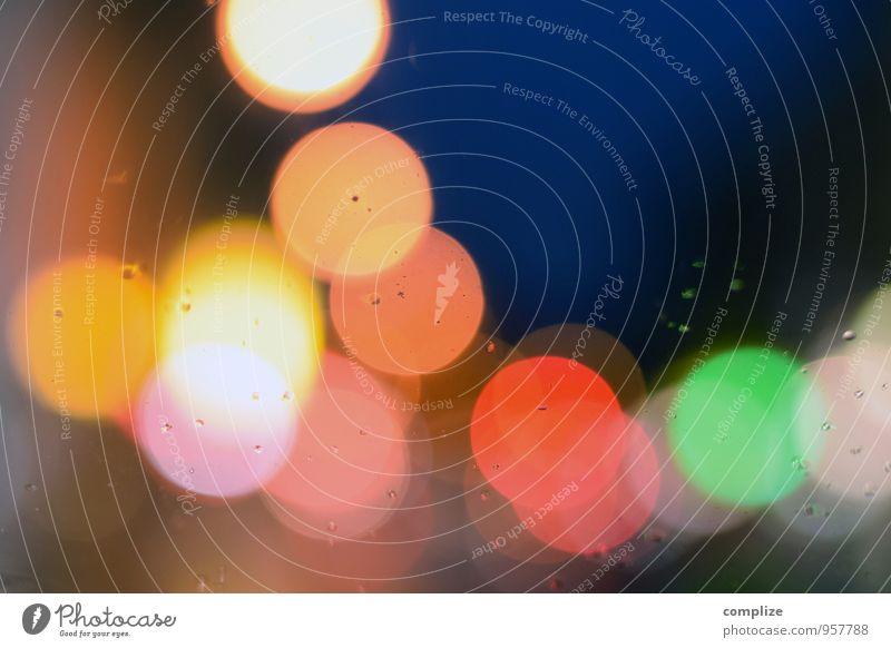 Alles so schön bunt hier! Stadt grün rot gelb Straße Autofenster Hintergrundbild Lampe rosa Regen glänzend orange PKW Musik Tanzen Wassertropfen
