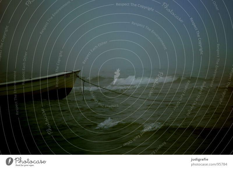 Küstennebel Nebel Strand See Wellen Gischt Wasserfahrzeug Ankerplatz Befestigung dunkel Leidenschaft Schifffahrt Fischereiwirtschaft salzig maritim unheimlich