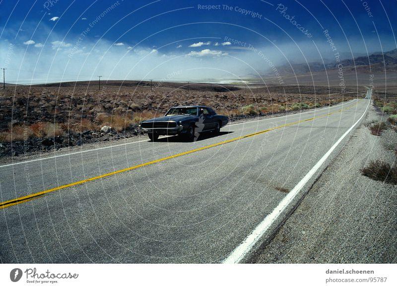 on the road Horizont Autofahren Einsamkeit leer Hintergrundbild Ferien & Urlaub & Reisen Fernweh rot schwarz Unbewohnt geradeaus Amerika F-16 Thunderbird