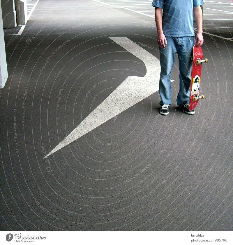 skaterfeil schön Freude ruhig Straße dunkel Coolness Pfeil Verkehrswege Skateboarding Quadrat Richtung Langeweile Teer Parkhaus Farbfleck Funsport