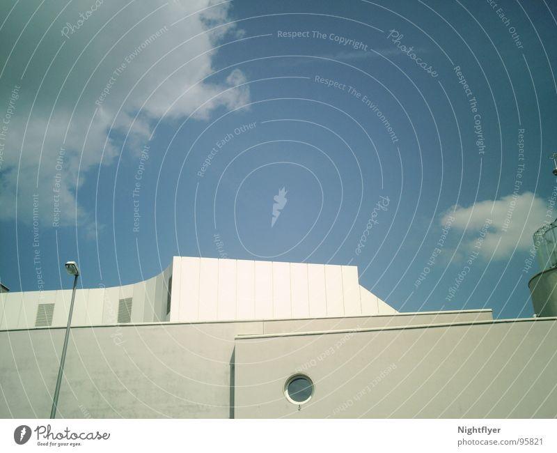Neu-Burg schön Himmel weiß blau Haus Wolken Lampe Kunst modern Laterne Bullauge Coburg