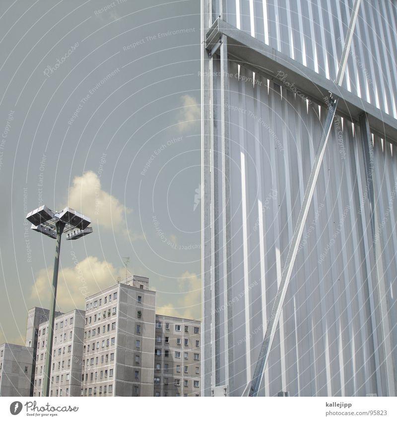 two in one weiß Fenster Berlin Architektur Deutschland Fassade Treppe Armut trist Aussicht Weltall Laterne Bauernhof Pfeil Straßenbeleuchtung