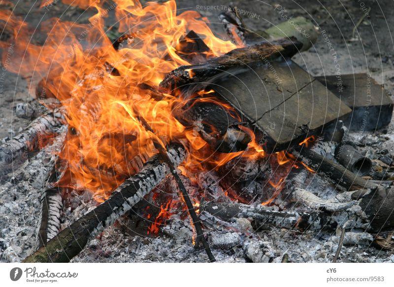 Lagerfeuer Holz Glut Freizeit & Hobby Brand Flamme Brandasche Feuerstelle