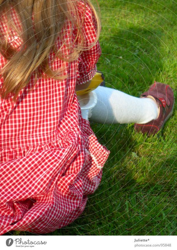 Lieblingsfarbe rosa Kind Mädchen schön Sommer Einsamkeit Wiese Haare & Frisuren Schuhe blond violett