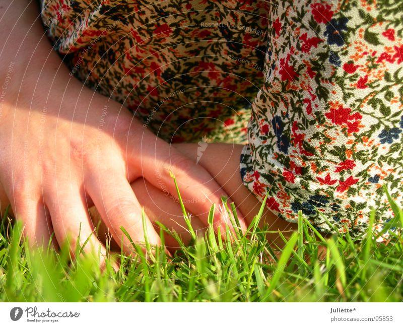 doch keine!!! Hand Blume Farbe Erholung Wiese Zufriedenheit