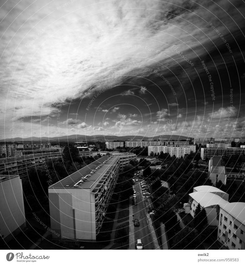 Überblick Himmel Stadt Baum Wolken Haus Ferne Fenster Straße Wand Mauer hell Horizont Wetter PKW leuchten groß