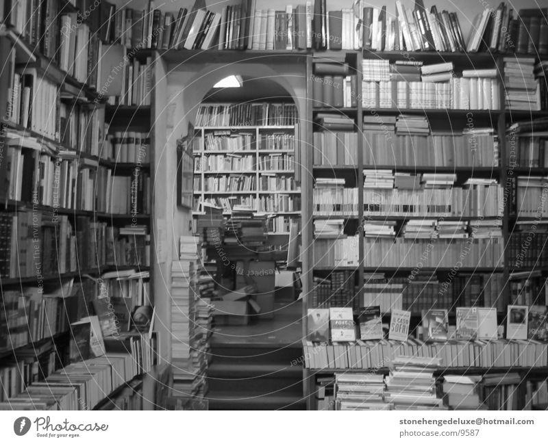RomanBookstore Italien historisch Ladengeschäft Rom Staub Buchladen Antiquariat