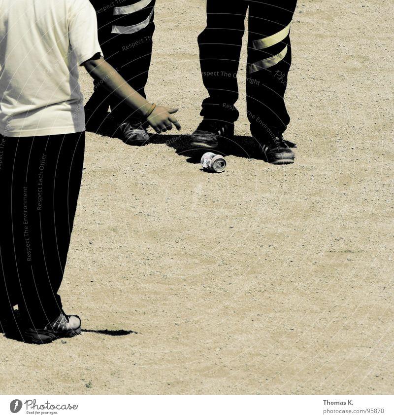 Pepsi is New York Spielen Junge Kind Dose Aluminium Park Hose Streifen gelb schwarz Schuhe Kieselsteine Verkehrswege Schüler Sand guell game street