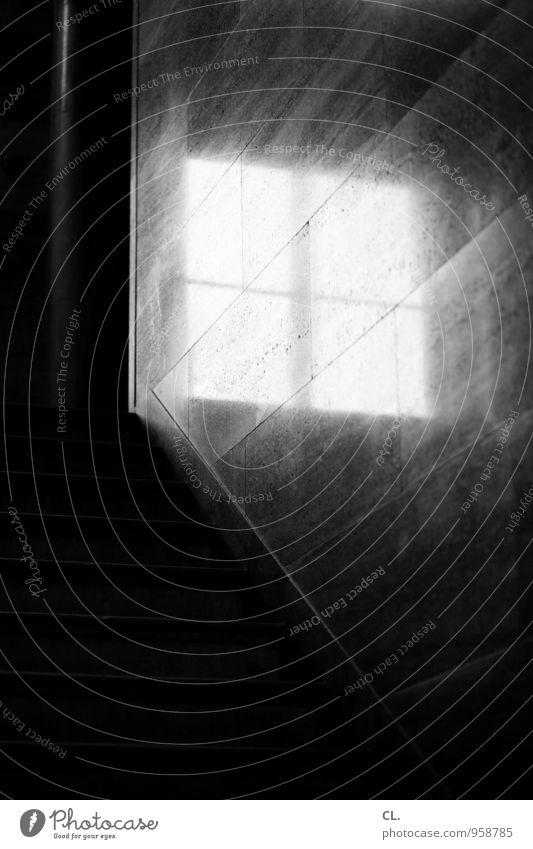 es ist nur ein fenster Häusliches Leben Wohnung Haus Mauer Wand Treppe Fenster Fensterkreuz aufwärts Lichtblick Aussicht dunkel hell Neugier Hoffnung Ziel