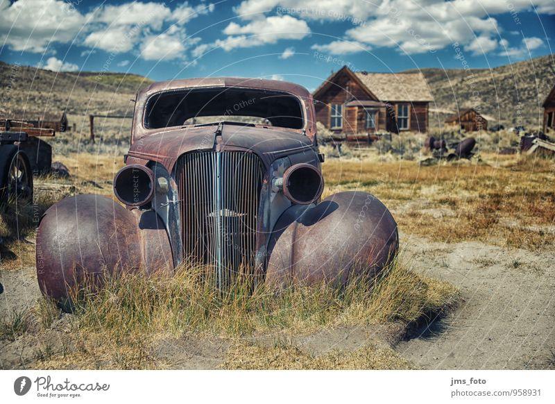 das alte AUTO von Bodie Stil Ferien & Urlaub & Reisen Tourismus Museum Verkehrsmittel Autofahren PKW Oldtimer Abenteuer skurril Surrealismus Vergangenheit