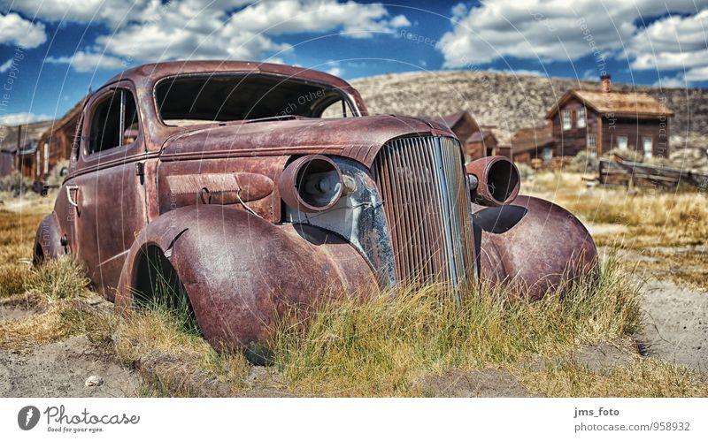 kein TÜV mehr Sightseeing Museum Verkehrsmittel Autofahren Fahrzeug PKW alt blau braun Mobilität Vergangenheit Vergänglichkeit Zeit Historie USA verfallen Rost