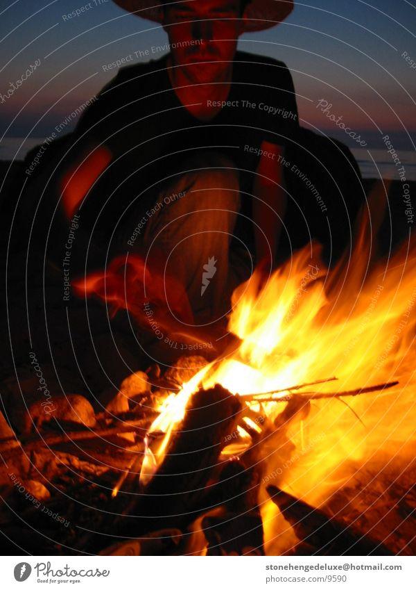 Lagerfeuer Nacht Sommer Mann Ostsee Brand