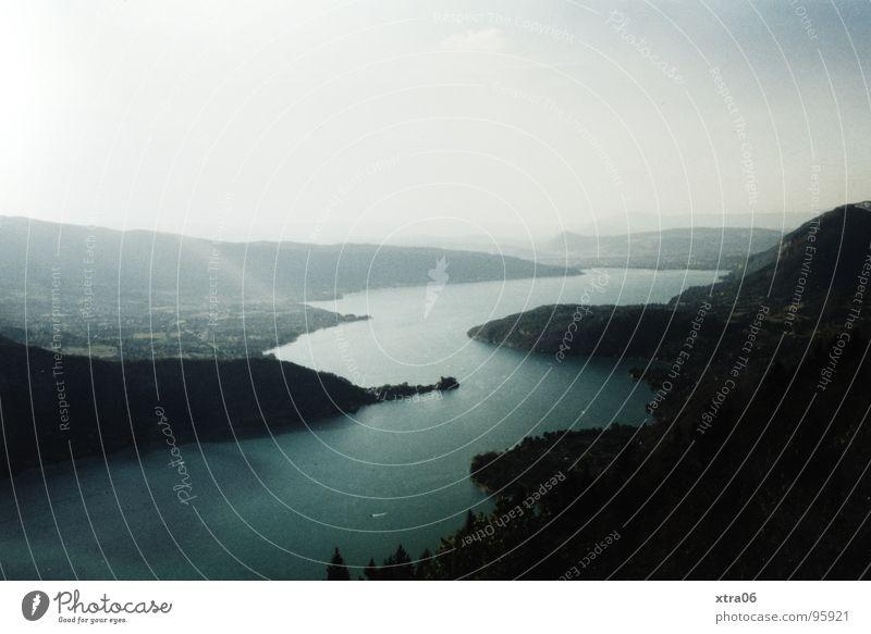 Annecy 8 - Ruhe Wasser Himmel Berge u. Gebirge träumen Nebel Aussicht Frankreich Schönes Wetter mystisch Erscheinung Gewässer Lac d'Annecy