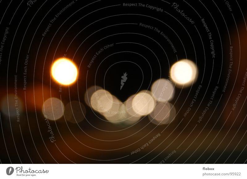 Brille? => Sparkles!! Auge Farbe Straße hell Deutschland glänzend leuchten Punkt obskur Fleck durcheinander Straßenbeleuchtung Scheinwerfer glühen unklar