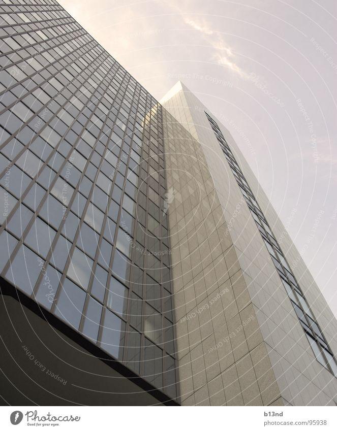 Eis am Stiel Haus Hochhaus Gebäude Bürogebäude Fassade Glasfassade Fenster Fensterfront Wolken eckig parallel weiß grau hoch Turm verspiegelt