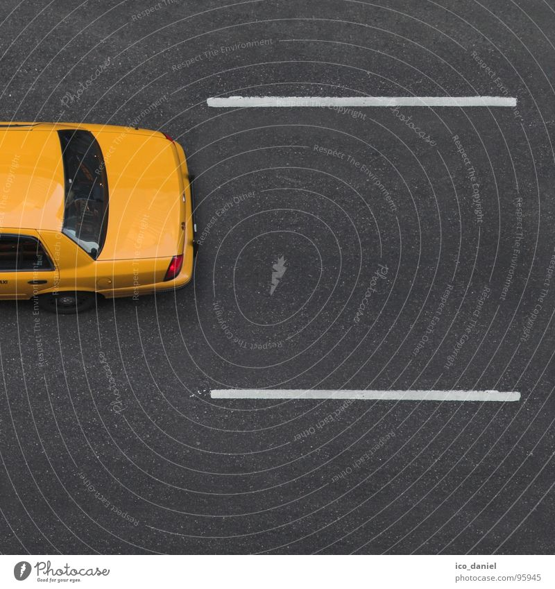 Yellow Cab II - New York gelb Straße PKW frei Geschwindigkeit USA Asphalt Amerika parallel Teer New York City Taxi Manhattan Verkehrsmittel Fahrbahnmarkierung