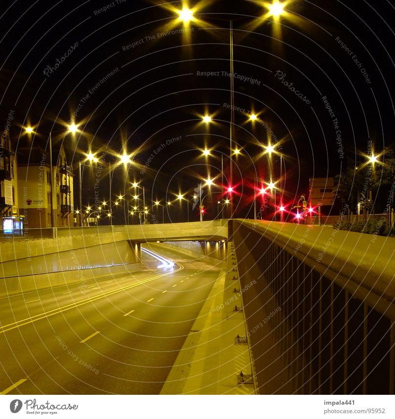 starlight glänzend Langzeitbelichtung Laterne Tunnel Nacht dunkel Ampel Verkehrswege Industrie Stern (Symbol) PKW Straße Licht Brücke citylights Sternenhimmel