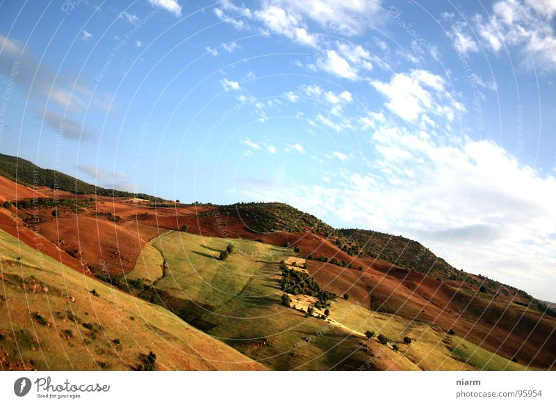 près de fès Himmel Baum Wolken Gras Berge u. Gebirge Wärme Landschaft braun Afrika Klima dünn Physik heiß Getreide Hügel Ernte