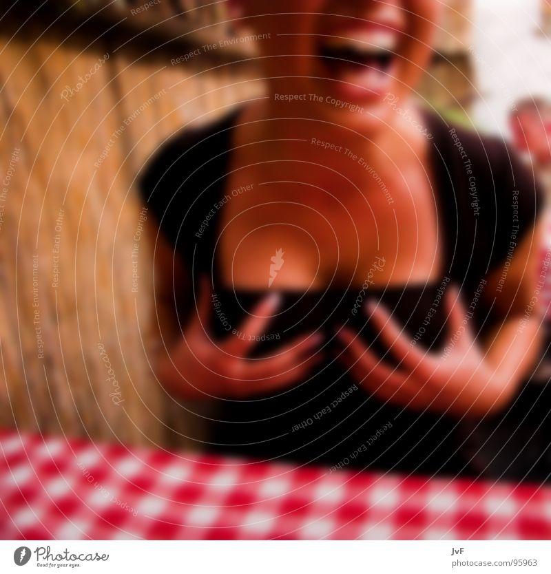 geschtern beim italiener Frau Hand Freude feminin lachen lustig Stimmung blond Frauenbrust Zähne mehrfarbig Unschärfe Brust schreien Lebensfreude Alkohol