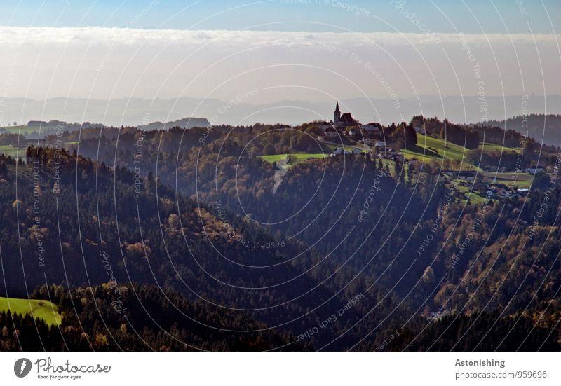 die Kirche am Hügel Umwelt Natur Landschaft Pflanze Himmel Wolken Horizont Herbst Wetter Schönes Wetter Nebel Baum Wiese Wald Alpen Berge u. Gebirge Dorf Turm