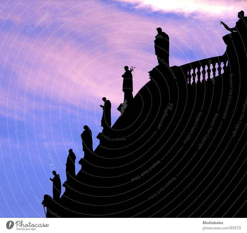 Stille Beobachter Dresden Sachsen Statue Abenddämmerung Sonnenuntergang Romantik Wolken Dach Gotteshäuser Hofkirche historisch Himmel Schatten Dom heilig