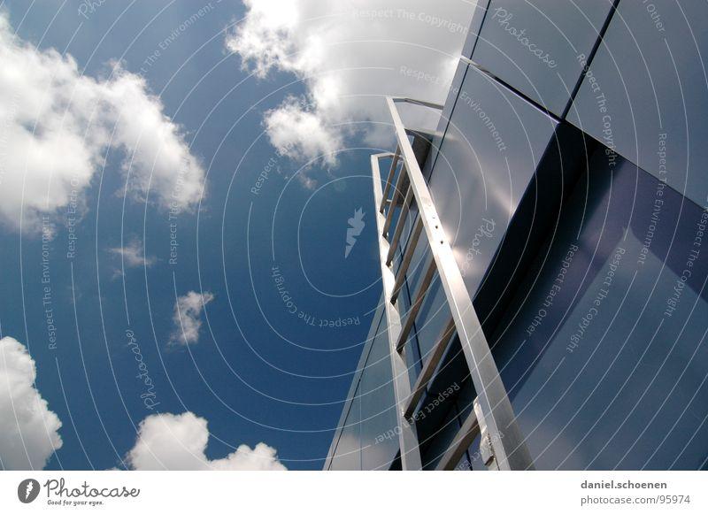 noch `ne Karriereleiter ? Wolken aufsteigen Sommer abstrakt weiß zyan Dach Detailaufnahme Himmel Treppe Wetter blau Metall Architektur