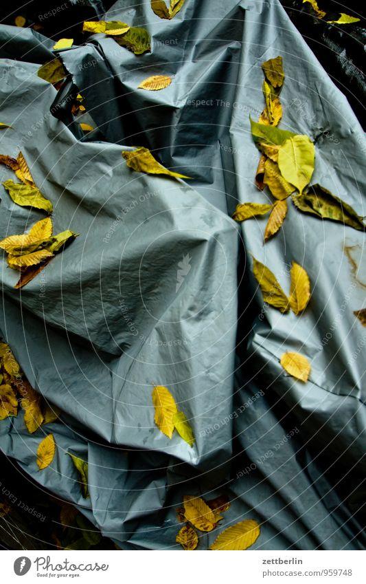 Fahrradverhüllung Herbst Blatt Herbstlaub Ausfall laublos Abdeckung bedeckt Decke zudecken Schutz winterfest Winterstimmung Winterpause Winterschlaf Kunststoff