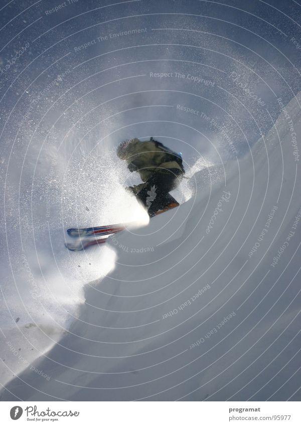 """freeriding """"on the edge"""" Winter Skifahrer Wintersport Tiefschnee Hohen Tauern NP weiß gefährlich kalt hart Wind Österreich Außenaufnahme Hochformat"""