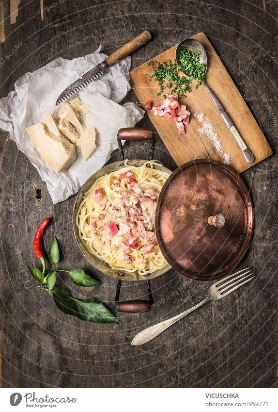 Spaghetti carbonara im Kupfertopf, rustikal serviert Gesunde Ernährung gelb Innenarchitektur Stil Lebensmittel Freizeit & Hobby Design Küche Kräuter & Gewürze